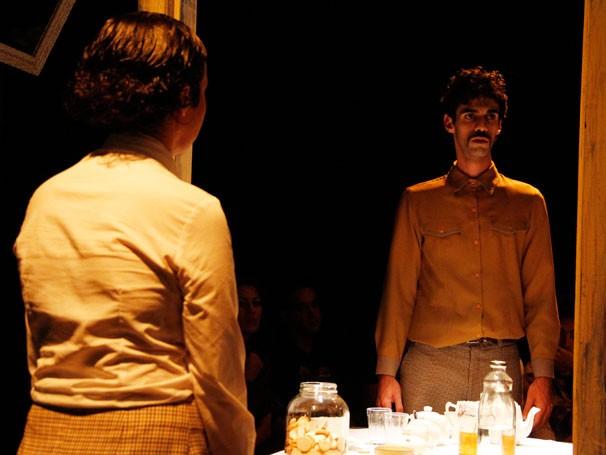 Espetáculo é o segundo texto de Daniel Veronese montado pelo grupo (Foto: Elenize Dezgeniski)