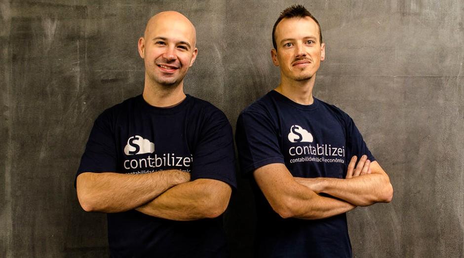 Vitor Torres e Fabio Bacarin conseguiram fazer uma disrupção no mercado de contabilidade (Foto: Reprodução/Endeavor)