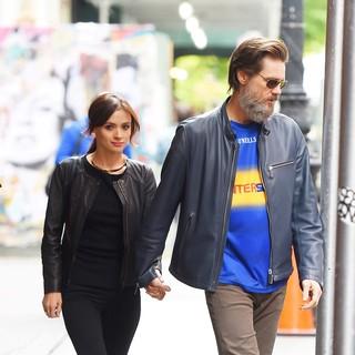 Jim Carrey com a namorada, Cathriona White, em maio deste ano (Foto: AKM-GSI)