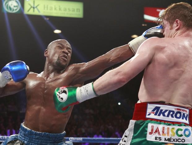 Mayweather vence Canelo em luta de boxe em Las Vegas (Foto: Reuters)