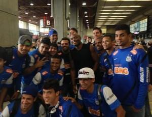 Elenco do Santos sub-20, Anderson Silva, aeroporto de Guarulhos (Foto: Reprodução / Facebook)