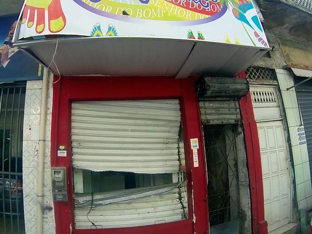 Loja de calçados foi saqueada no bairro da Liberdade, em Salvador, após greve da PM (Foto: Imagens/TV Bahia)