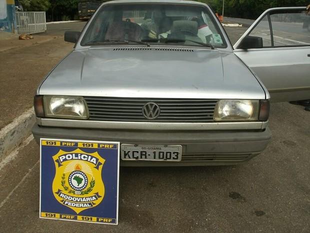 Carro furtado Paracatu BR-040 recuperado (Foto: Divulgação/PRF)