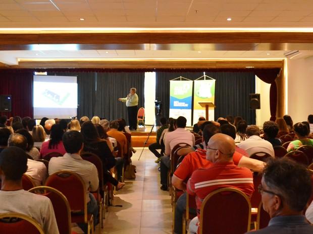 Diretor Presidente do Conen e Professor da PUC RJ - Ernani Costa, palestrou no seminário sobre saneamento em Cabo Frio (Foto: Ascom Prolagos)