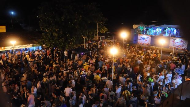 10 mil foliões curtiram o trio elétrico da RPC, em Santa Terezinha (Foto: Roger Santmor/RPC)