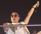 'Gangnam Style'  agita os foliões em Salvador (Ronaldo Silva / G1)