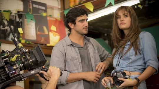 Sophie Charlotte e Renato Góes mostram bastidores do primeiro encontro de Alice e Renato em 'Os Dias Eram Assim'