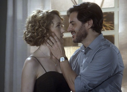 Augusto surpreende e decide morar com Vitória e Beth