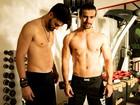 Munhoz e Mariano mostram treino na academia para exibir tanquinho