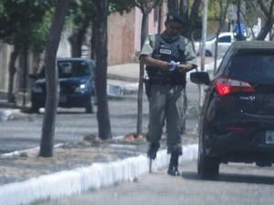 Tenente e treinador do Tiradentes Elivaldo Moraes dos Santos foi flagrado vendendo gabarito de prova (Foto: Polícia Civil)