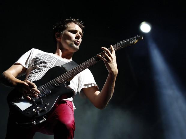 Matt Bellamy, do Muse, se apresenta no Lollapalooza em Chicago nesta sexta-feira (5) (Foto: Reuters)