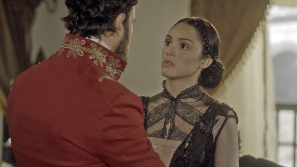 Mas Anna é direta, corta o assunto e diz: 'Eu estou grávida!' (Foto: TV Globo)