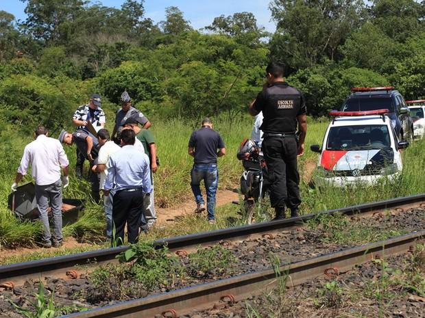 Corpo de homem é localizado perto de antiga estação ferroviária em São Carlos (Foto: Maurício Duch/ Folharegiao.com.br)