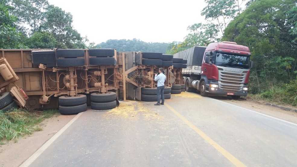 Acidente ocorreu após motorista perder controle da direção (Foto: Jefferson Santos/Arquivo Pessoal)