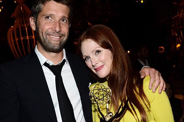 """Julianne Moore, de 53 anos, decidiu se casar com o diretor Bart Freundlich, que é nove anos mais novo que ela, em 2003. Mas não sem muita insegurança e terapia: """"Meu terapeuta teve que me dizer que o casamento é a base de uma família e foi isso que fez sentido para mim"""", afirmou a atriz. (Foto: Getty Images)"""