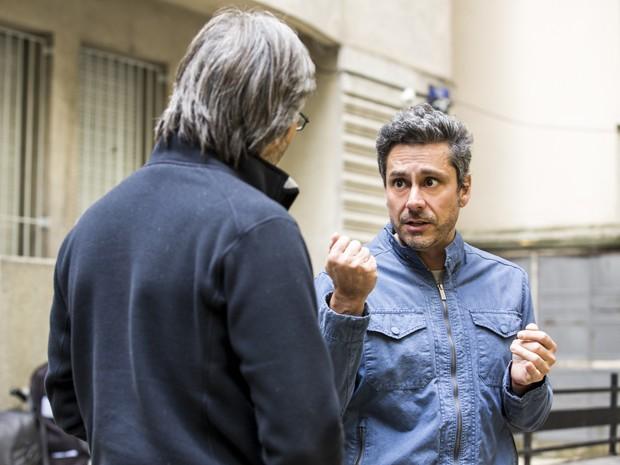 No intervalo das gravações, Nero conversa com o diretor (Foto: Ellen Soares/ Gshow)