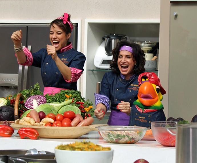 Miá Mello e Totia Meireles arrasam na gravação da paródia (Foto: Carolina Morgado/Gshow)