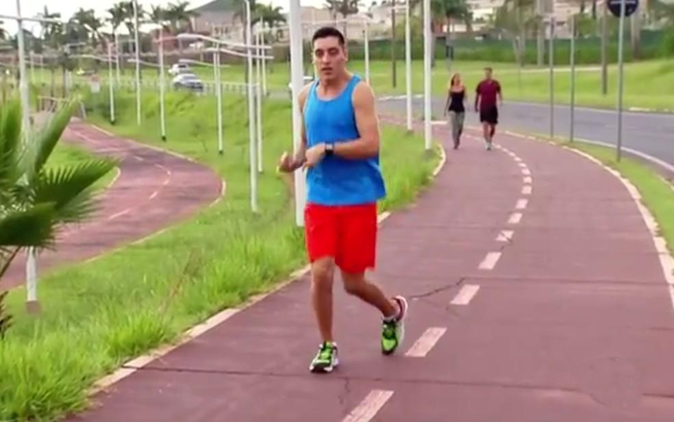 Samuel durante corrida na represa de rio Preto (Foto: Reprodução/TV TEM)