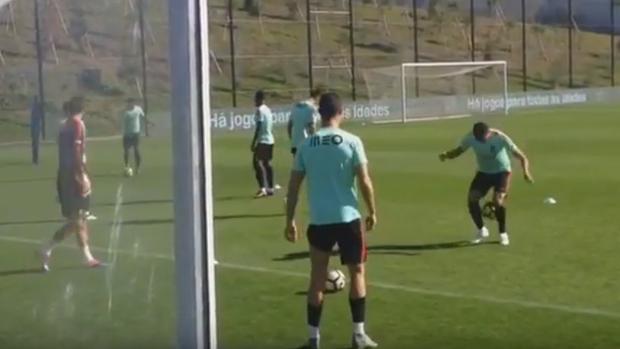 BLOG: Pepe tenta imitar Cristiano Ronaldo em treino de Portugal, mas se frustra