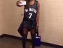 Com camisa de protesto, artista é impedida de cantar hino na NBA