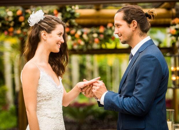 Nathalia Dill e Vladimir Brichta gravam cenas do casamento de Julia e Gui em 'Rock Story' (Foto: Divulgação/TV Globo)