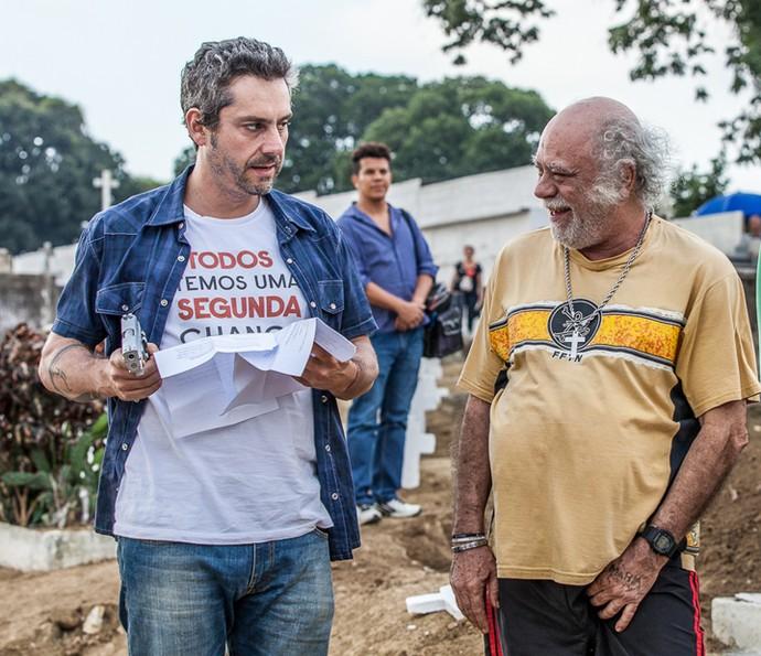 Tonico Pereira caiu na risada na gravação com Alexandre Nero (Foto: Artur Meninea/ Gshow)