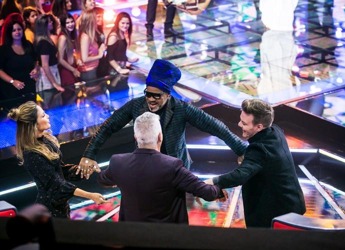 Os técnicos entraram na onda da ciranda. Sentimos um pouco chamada de fim de ano da Globo, aí? (Foto: Isabella Pinheiro/Gshow)