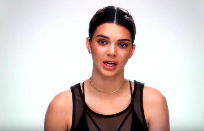 Kendall Jenner alfineta a irmã caçula, Kylie (Foto: Reprodução)