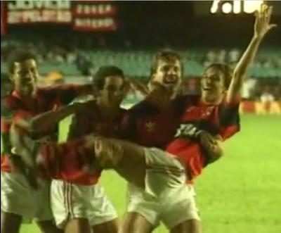 Gaúcho faz comemoração embala neném com Paulo Nunes (Foto: Reprodução)