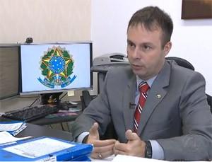 Eduardo Varandas defende que contratos com cooperativas médicas são ilícitas (Foto: Reprodução / TV Cabo Branco)