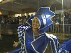 Escolas de samba desfilam no 1º dia do carnaval de rua em Goiânia