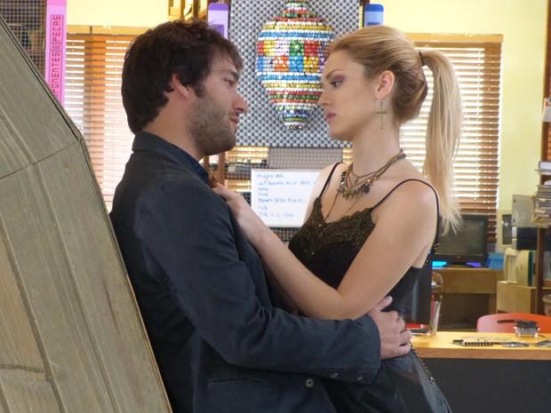 Davi consola Megan e diz que irá na cadeia com ela (Foto: Geração Brasil/TV Globo)