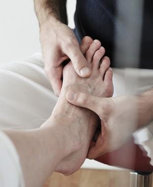 e613e53f7 Ossos a mais se desenvolvem nos pés e causam dores e incômodo na região