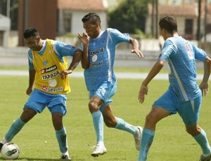 Adriano Magrão e Thiago Potiguar durante o treino no Mangueirão (Foto: Marcelo Seabra/O Liberal)