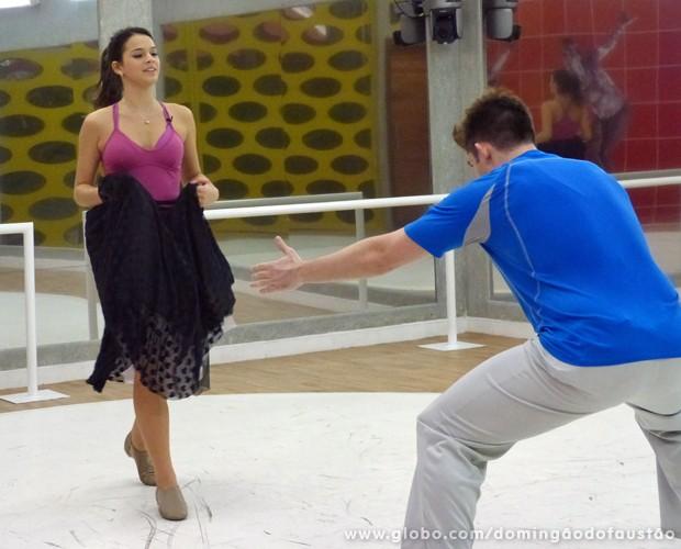 O que será que Átila vai fazer com a Bruna? (Foto: Domingão do Faustão/TV Globo)