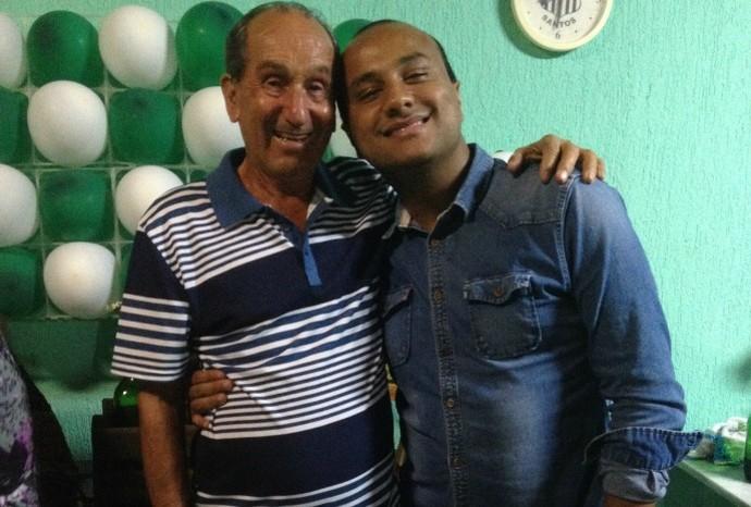 O repórter web Matheus Dantas, junto do vovô Alcides, palmeirense de carteirinha (Foto: Arquivo Pessoal / Matheus Dantas)