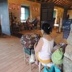 Moradoras fazem renda de bilro  (Valéria Martins/G1)