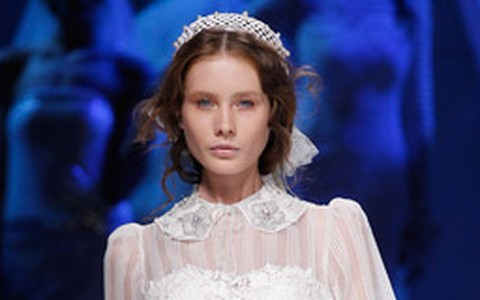 Vai casar de vestido curto? Veja modelos do Barcelona Bridal Week