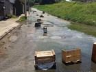 Vazamentos de esgoto em rua incomodam internauta em Mogi