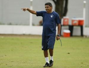 Técnico Flávio Araújo busca mais uma vitória no Remo (Foto: Marcelo Seabra/O Liberal)