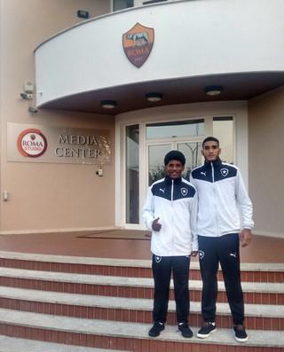 André e Rhuan, sub-17 do Botafogo em Roma (Foto: Divulgação)