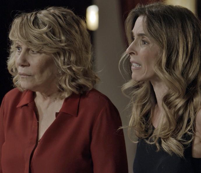 Kiki e Nora ficam horrorizadas com situação (Foto: TV Globo)