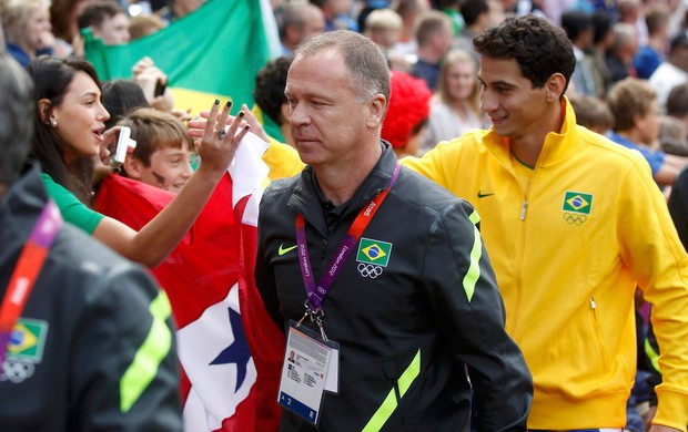 mano menezes ganso brasil bielorússia futebol londres 2012 (Foto: Agência Reuters)