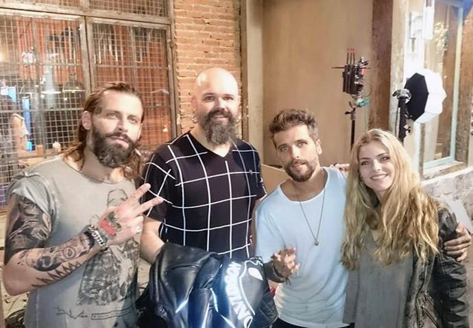 Henri Castelli, Rafa Durand, Bruno Gagliasso e Ana Paula tabalipa no intervalo das gravações (Foto: Arquivo pessoal/Rafa Durand)