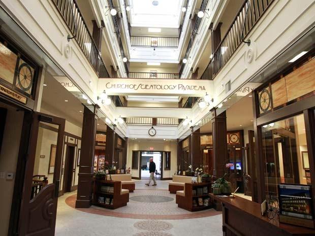 Lobby da igreja da Cientologia em Pasadena, a mais recente sede da religião que pretende ter 50 novos centros pelo mundo (Foto: New York Times)