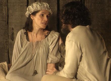 Licurgo vê Elvira no lugar de Germana, se declara e beija