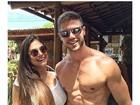 Ex-BBB Jonas posa sem camisa e se declara à namorada, Mari Gonzalez