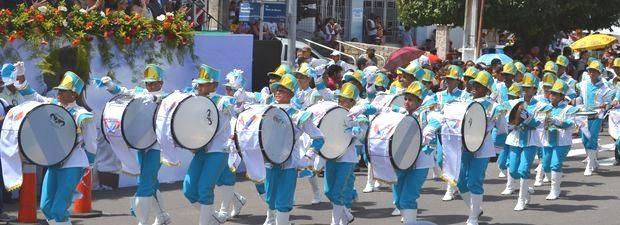 Banda encantou o público com coreografias bem ensaiadas (Foto: Marina Fontenele/G1 SE)
