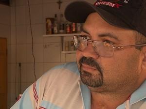 Edson diz que moradores de Caraúbas precisam viajar em casos grave de saúde (Foto: Reprodução/TV Cabo Branco)