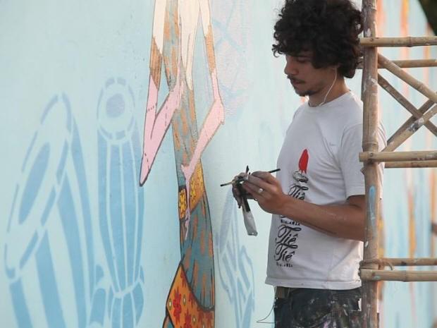 Artista brasileiro promove cultura pintando muros na índia (Foto: Divulgação)